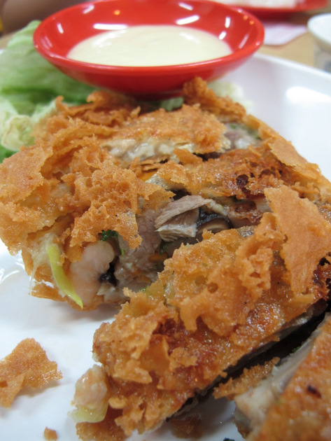 hoy yong seafood restaurant's fried duck roll at clementi ave 2 V