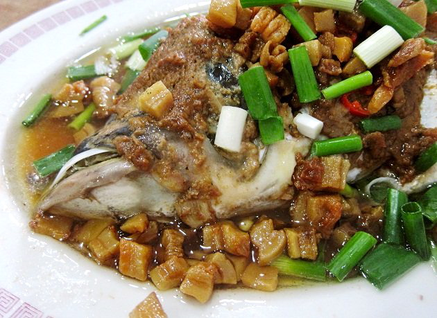 Steamed-carp-fish-head-from-Sik-Wai-Sin